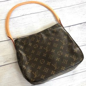LOUIS VUITTON • Looping MM Shoulder Handbag